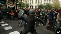 درگیری پلیس اسپانیا با رای دهندگان همه پرسی کاتالونیا