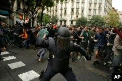 د هسپانیې پولیسو په کتالونیا کې د رایو صندوقونه ظبط کړي