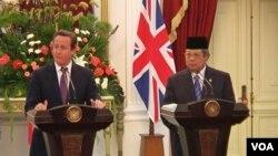 Presiden Susilo Bambang Yudhoyono melakukan jumpa pers bersama PM Inggri David Cameron di Jakarta (11/4)