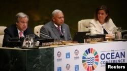 Tổng thư ký Liên Hiệp Quốc Antonio Guterres (trái) phát biểu tại Hội nghị Đại dương tại Liên Hiệp Quốc ở New York, ngày 5 tháng 6, 2017.