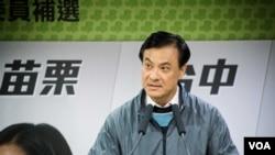 民进党竞选负责人苏嘉全表示,由于投票率较低,很难判断与国民党之间的输赢。(美国之音记者方正拍摄)
