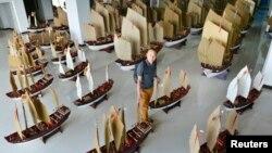 Mô hình về đội tàu của thái giám Trịnh Hòa. Mỗi chuyến đi biển, nhà thám hiểm Trịnh Hòa được cho là đã tập họp một đội thuyền gồm 200 chiếc, trải dài 4 kilômét trên biển.