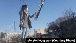 اعتراض نمادین به حجاب اجباری، کرج - چهارشنبه ۱۸ بهمن ۱۳۹۶