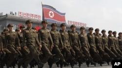 Pasukan tentara Korea Utara dalam parade militer di Pyongyang untuk memperingati hari jadi negara itu yang ke-65, 9 September 2013. (AP/Kim Kwang Hyon)