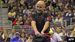 Andre Agassi, tay vợt đoạt 8 danh hiệu Grand Slam, tham gia giải quần vợt đặc biệt HSBC Champions Series cùng với các ngôi sao lừng danh như Pete Sampras, Jimmy Connors, John McEnroe và Michael Chang (ảnh tư liệu)