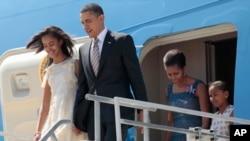 奧巴馬與第一夫人米歇爾星期一抵達聖地亞哥
