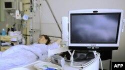 Một cư dân thành phố Hamburg, miền bắc nước Ðức bị nhiễm E. coli đang được chữa trị cách ly tại Trung tâm Y khoa Ðại học Hamburg