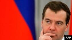 Медведев и оппозиция наконец встретились