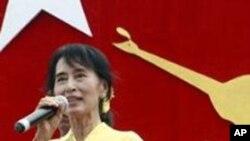 缅甸民主运动领导人昂山素季4月17日向民众讲话