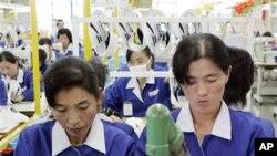 개성공단의 북한 근로자들 (자료사진)