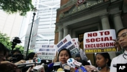 Sringatin, a member of a domestic workers union, cries outside the Court of Final Appeal in Hong Kong, Mar. 25, 2013.