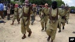Militantes Al-Shabaab (imagem de arquivo)
