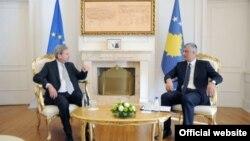 Evropski komesar Johanes Han i predsednik Kosova Hašim Tači