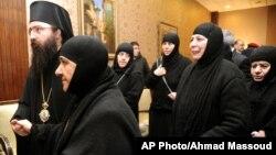 13 nữ tu và 3 người giúp việc sáng sớm hôm nay đã tới Jdeidet Yabous sau khi được trả tự do