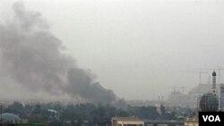 Flots de fumée suite à une explosion dans la capitale irakienne Bagdad , 08 déc 2009 (Archives)