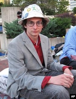 李奧.齊默爾曼是網站維護工程師,從第一天就來參加示威行動