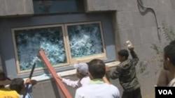 中东几个国家发生反美抗议活动(VOA视频截图)