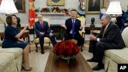 美国总统特朗普、副总统彭斯与参众两院民主党领袖会晤。(2018年12月11日)