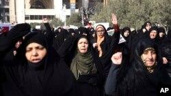 Waandamanaji nchini Iran wakipinga serikali yao.