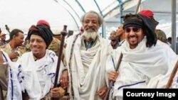 Faayilii - Abbaa Gadaa Jiloo muummee ministiraa Itoophiyaa Dr. Abiyyi Ahimad, pirezdaantii Oromiyaa duraanii fi ministera raayyaa ittis biyyaa Itoophiyaa, Obboo Lammaa Magarsaa wajjin