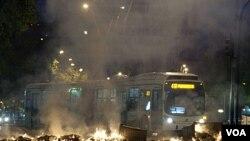 Los estudiantes prendieron varias barricadas en distintos puntos de la capital chilena.