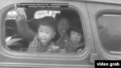 日裔美国人离开家园前往拘留营 (视频截图)