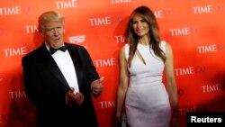 انتخابات مقدماتی در ایالت های شمال شرقی: بوسه پیروزی کلینتون و شادی ترامپ در کنار همسرش