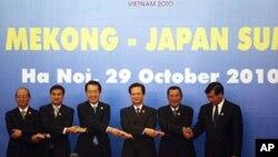 From left to right: Myanmar's Prime Minister Thein Sein, Thai Prime Minister Abhisit Vejjajiva, Japanese Prime Minister Naoto Kan, Vietnamese Prime Minister Nguyen Tan Dung, Cambodian Prime Minister Hun Sen, Laos' Prime Minister Bouasone Buphavanh.