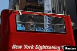 Bus wisata di kota New York sepi pelanggan akibat sedikitnya wisatawan di kota New York (foto: ilustrasi).