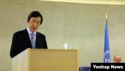 한국의 윤병세 외교부 장관이 5일(현지시간) 스위스 제네바에서 열린 제25차 유엔 인권이사회(UNHRC) 고위급 회의에서 기조연설을 하고 있다.