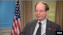 美國之音亞微採訪了美國國務院負責領事事務的副助理國務卿愛德華拉莫托斯基。