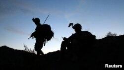 Giới chức Mỹ nói rằng phần lớn số 10.000 quân nhân Mỹ hiện diện ở Afghanistan sẽ ở lại nước này cho tới năm sau.
