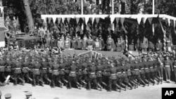 Парад победы в Берлине, представляющий четыре великие державы-победительницы: Великобританию, СССР, США и Францию. 7 сентября 1945 г.
