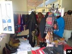 رویکرد مردم جلال آباد به لباس های خارجی
