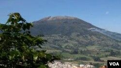 La erupción del volcán Galeras fue un espectáculo admirado por los miles de turistas llegados a la ciudad.
