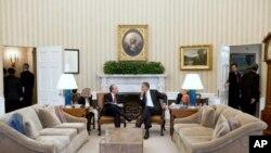 奥巴马和墨西哥总统3月3日在白宫椭圆形办公室谈话
