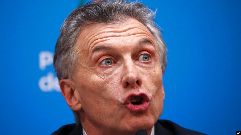 Presidente de Argentina anuncia medidas económicas para reactivar la demanda interna y mitigar el efecto de la devaluación, antes de la apertura de los mercados / AP