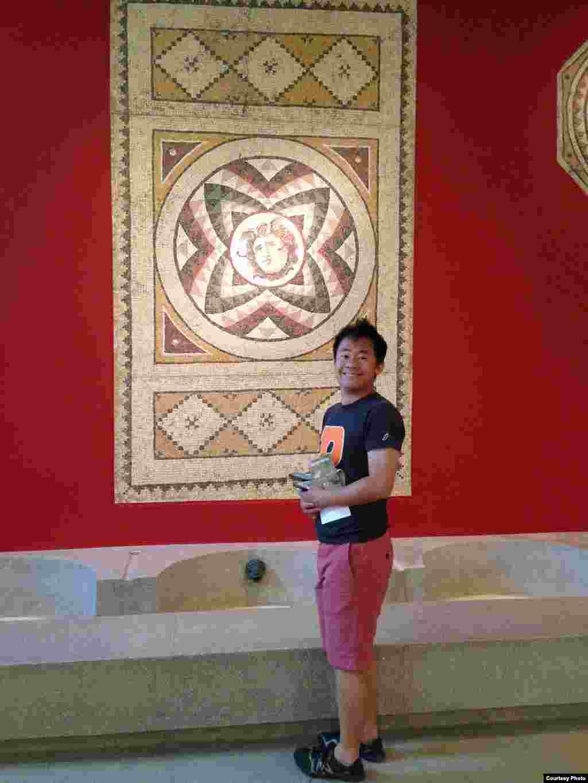 2016年,在普林斯顿大学的资助下,王夕越前往伊朗德胡达学会暨国际波斯研究中心进修波斯语和从事学术研究(曲桦提供)