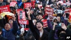 韩国国会投票通过弹劾朴槿惠总统,抗议者欢呼