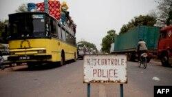 Le poste frontalier entre le Sénégal et la Guinée Bissau à Mpack, le 13 avril 2012.