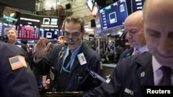 VOA连线(方冰):特朗普对贸易战前景积极评价直接影响美股表现