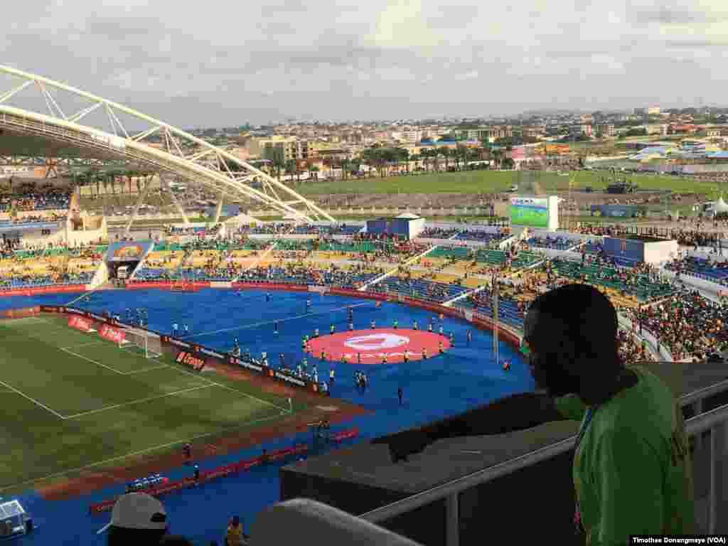 A l'intérieur du stade de Libreville, au Gabon, le 18 janvier 2017. (VOA/Timothee Donangmaye)