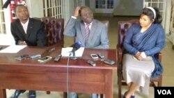 UMnu. Morgan Tsvangirai lomkakhe, uNkosikazi Elizabeth Tsvangirai, lesikhulumeli sakhe.