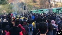تجمعی در تهران؛ معاون فرماندار تهران از بازداشت ۴۵۰ نفر خبر داد.