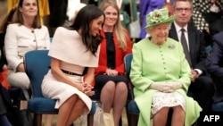 Meghan Markle ao lado da rainha Elizabeth II, Junho 2018