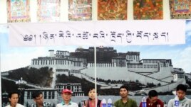 Tibetan panel speakers discuss Tibetan language