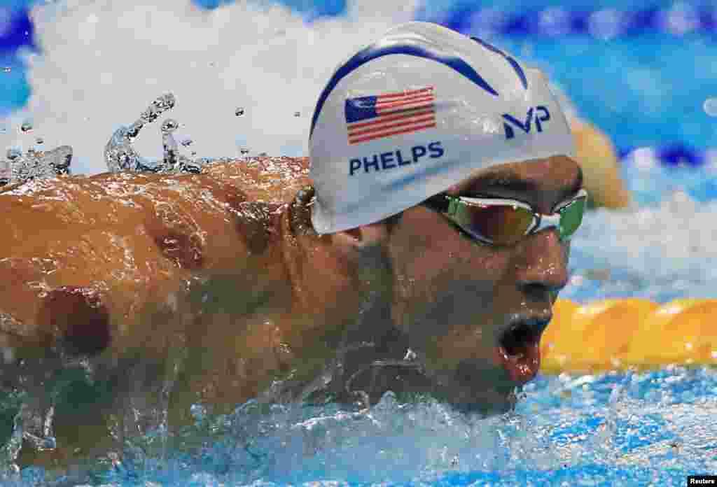 اولمپکس کی تاریخ میں سب سے زیادہ تمغے جیتنے کا اعزاز رکھنے والے امریکی تیراک مائیکل فیلپس نےچوتھے دن مزید دو طلائی تمغے جیتے۔
