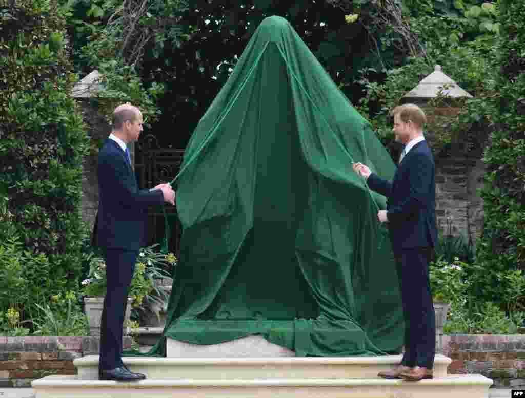 شہزادی ڈیانا کی ساٹھویں سالگرہ نے شہزادہ ہیری اور ولیم کو قریب کر دیا۔دونوں بھائیوں میں اختلافات اس وقت مزید بڑھ گئے تھے جب رواں برس مارچ میں امریکی ٹی وی میزبان اوپرا ونفری کو انٹرویو کے دوران ہیری نے شاہی محل پر تنقید کی تھی۔
