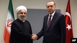 Presiden Iran Hassan Rouhani (kiri) dan Presiden Turki Recep Tayyip Erdogan (foto: dok).