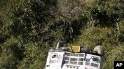 بھارت کے ایک دور دراز مقام میسوری میں ایک بس کے گہری کھائی میں گرنے سے 22 افراد ہلاک ہوگئے۔ جنوری، 60، 2011